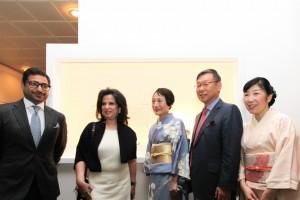 左側からバーレーン国立博物館館長、文化大臣、宮下、角大使夫妻