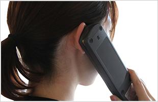 音声ガイドを使う女性