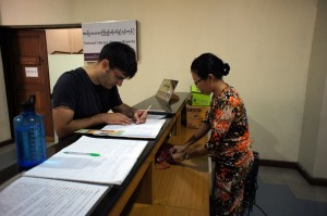 ヤンゴン国立博物館の音声ガイド貸し出しカウンター